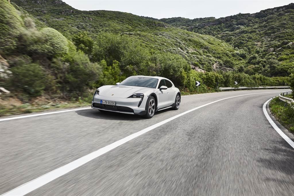引進國內的兩款車型皆標配93.4kWh高性能電池。