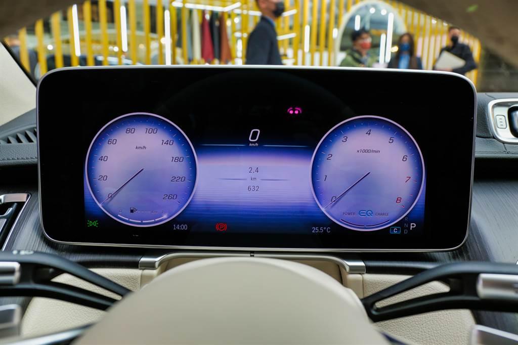 全新一代MBUX系統,搭載首創的3D投影儀表板。