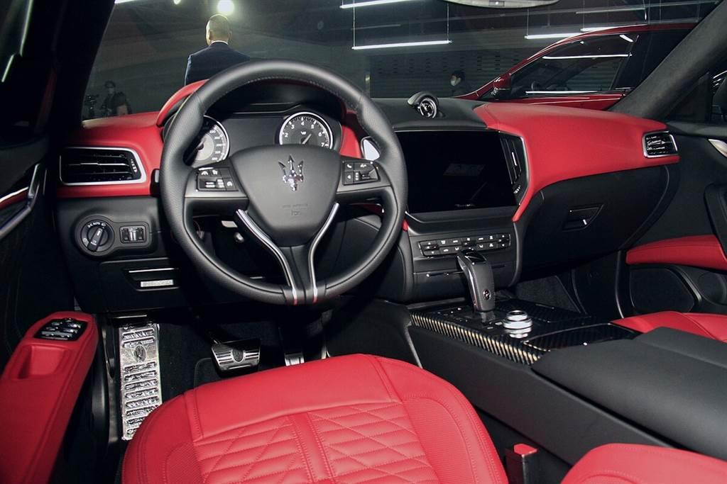 躍馬V8動力最終章!698萬起,Maserati TROFEO全車系在台上市!