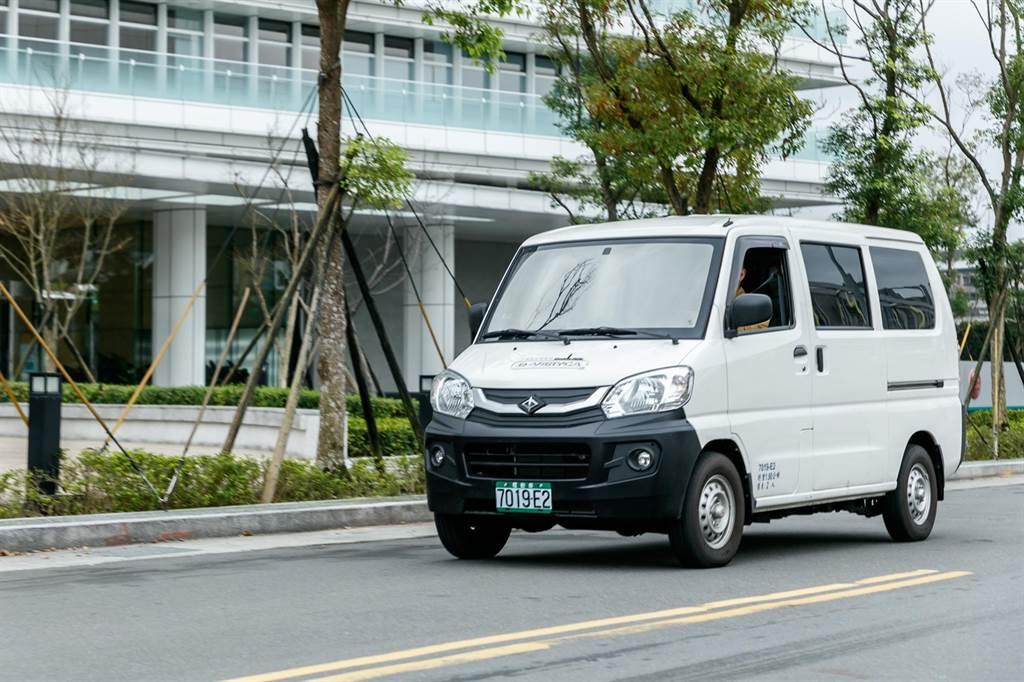 頭家們看過來,e-VERYCA售價87.9萬,選用「車電分離租賃方案」優惠多。
