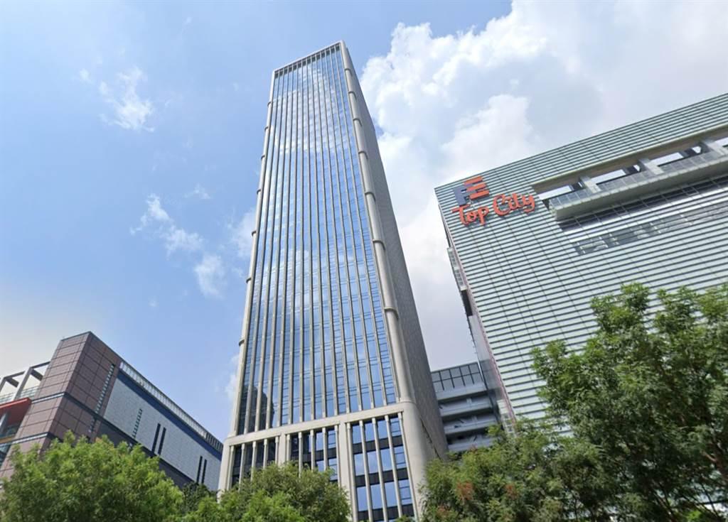 台中市七期頂級商辦「聯聚中雍大廈」再現高價交易,為全台走出台北市以外身價最高的豪辦產品,平均單價65萬元。(翻攝自Google街景)
