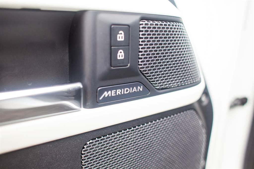 搭載Land Rover御用的Meridian音響,P300車型為高規的700W版本,D250車型則為400W。(陳彥文攝)