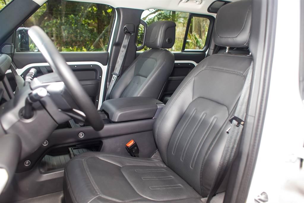 座椅採用Windsor Leather材質,並具備14向電動調整與通風、加熱功能。(陳彥文攝)