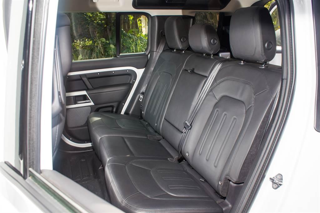 Defender提供第三排座椅可選配,試駕車為5座配置。(陳彥文攝)