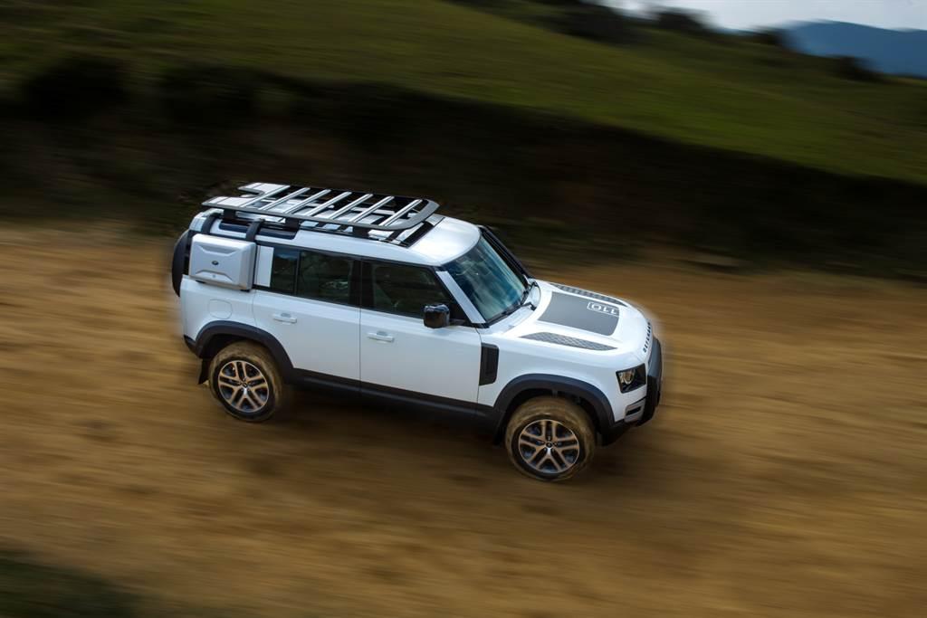 掛上Land Rover Defender之名,對於越野實力無需置疑,加入大量電子系統讓其實力更好發揮。(陳彥文攝)