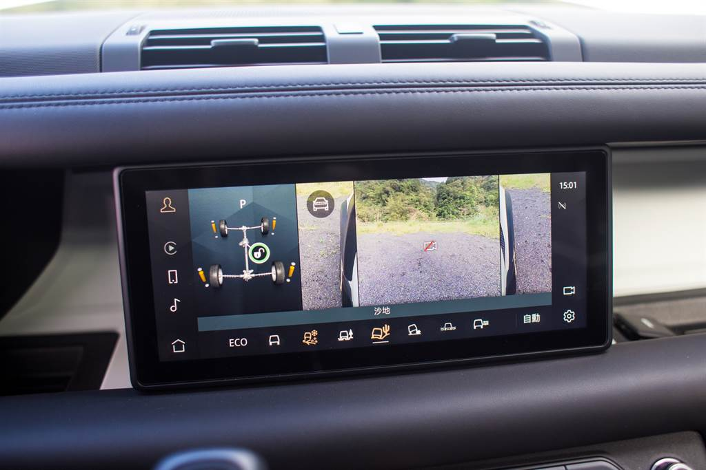 標配360環景系統,並且提供車輪視野、前方底盤視野等等便於越野的角度,對越野新手相當友善。(陳彥文攝)