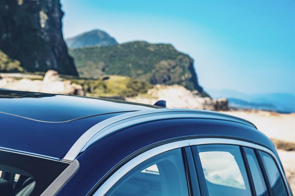 全新BMW 2系列Gran Tourer Deluxe Edition豪華版升級配備鋁質車頂架,方便車主安裝置物架與置物箱,輕鬆擴充收納空間。