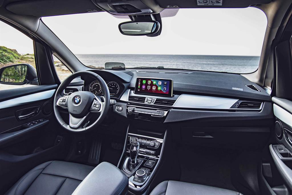 8.8吋中控觸控螢幕結合領先業界的無線Apple CarPlay整合系統,讓您擁有前所未有的便利行車生活。