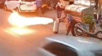 最強老闆!瓦斯外洩店內爆出紅色烈焰 他徒手跩出店內滅火