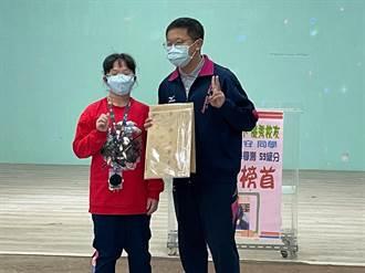 二信吳承安奪學測基隆區榜首 回母校東光國小談訣竅