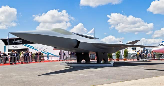 土耳其航空航天工業(Turkish Aerospace Industries,TAI)2019年6月20日在巴黎航空展(Paris Air Show)展示的TF-X隱形戰機全尺寸模型。(達志影像/Shutterstock)