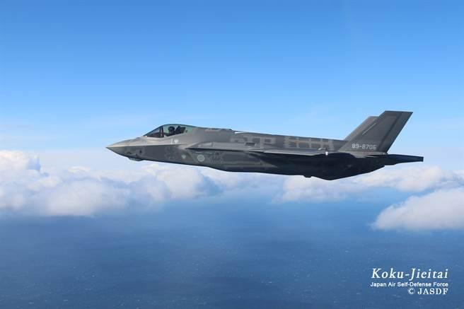 為避免資源過度消耗,加上F-35不適合進行緊急起飛,日本航空自衛隊正逐漸調整本土空防策略。圖為航空自衛隊F-35A。(圖/航空自衛隊)