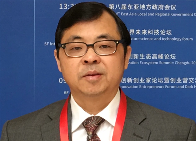 美国的华裔学者易富贤从人口的宏观研究获致结论认为「中国的经济永远超不过美国」。(图/美国之音)