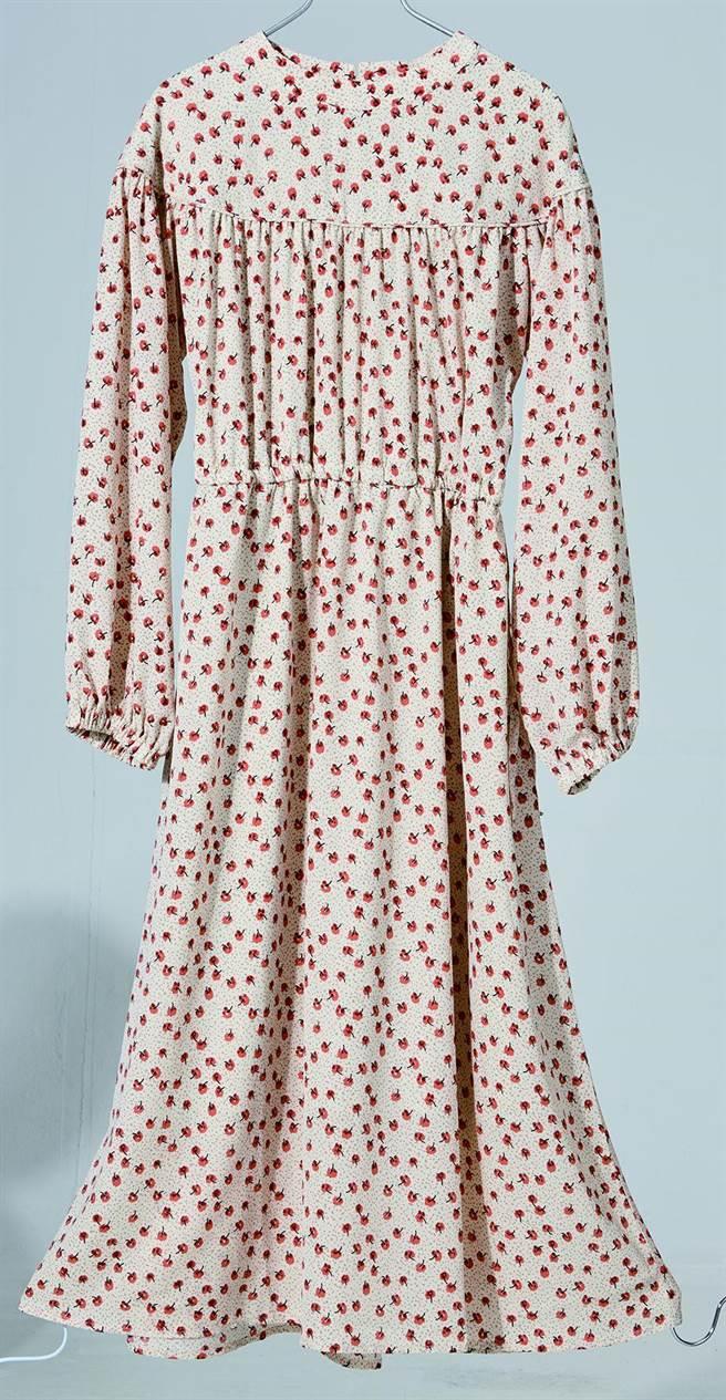 京站的POU DOU DOU碎花圓領長洋裝,原價3390元,特價2700元。(京站提供)
