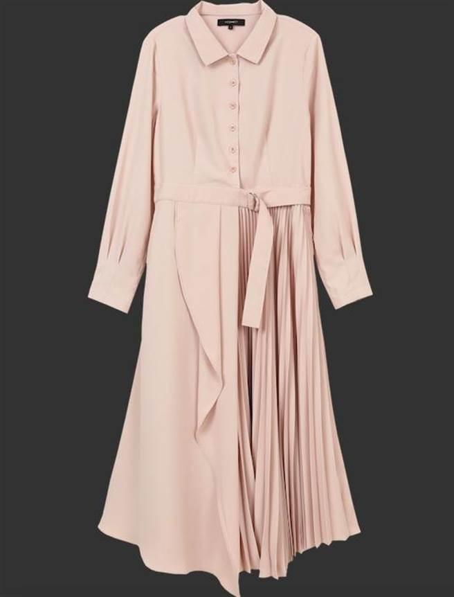 統一時代百貨台北店的H:CONNECT不規則裙襬皮帶長洋裝,推薦價2980元。(統一時代百貨台北店提供)