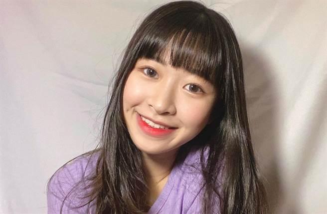 21岁女歌手庄凌芸今日在返回母校找老师时,离奇自10楼图书馆坠楼身亡。(取自庄凌芸IG)