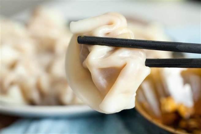煮水餃是最基本的料理,但卻有許多人總是會發生黏鍋、破皮情形。(示意圖/達志影像)