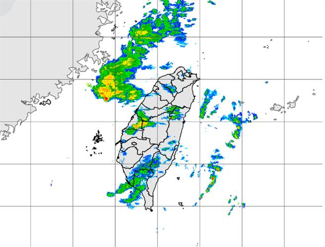 明天中午过后锋面报到,雨势加剧。(中央气象局提供)