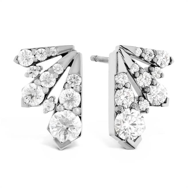 微風線上精品「HEARTS ON FIRE TRIPLICITY白K金鑽石耳環」,31萬8000元。(微風提供)