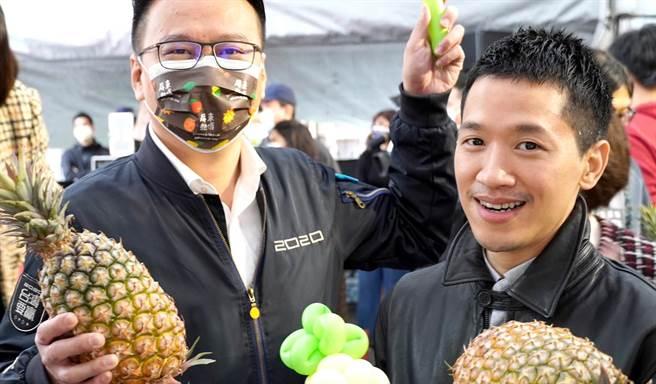 民進黨立委何志偉(右)認為,大陸禁臺灣鳳梨一事,兩岸拋出了對話的初步可能性。(圖/摘自何志偉臉書)
