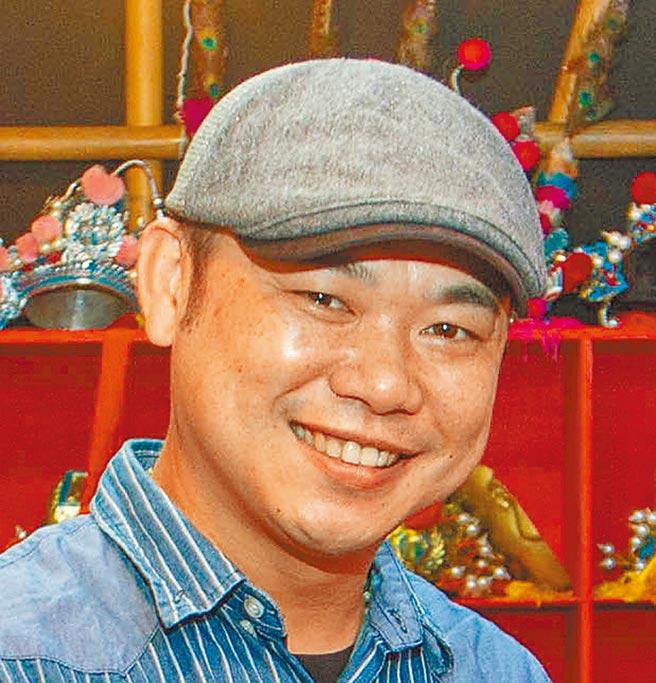 江明龙在高雄打造「缘龙文化体验戏馆」,推广歌仔戏不遗余力。(袁庭尧摄)