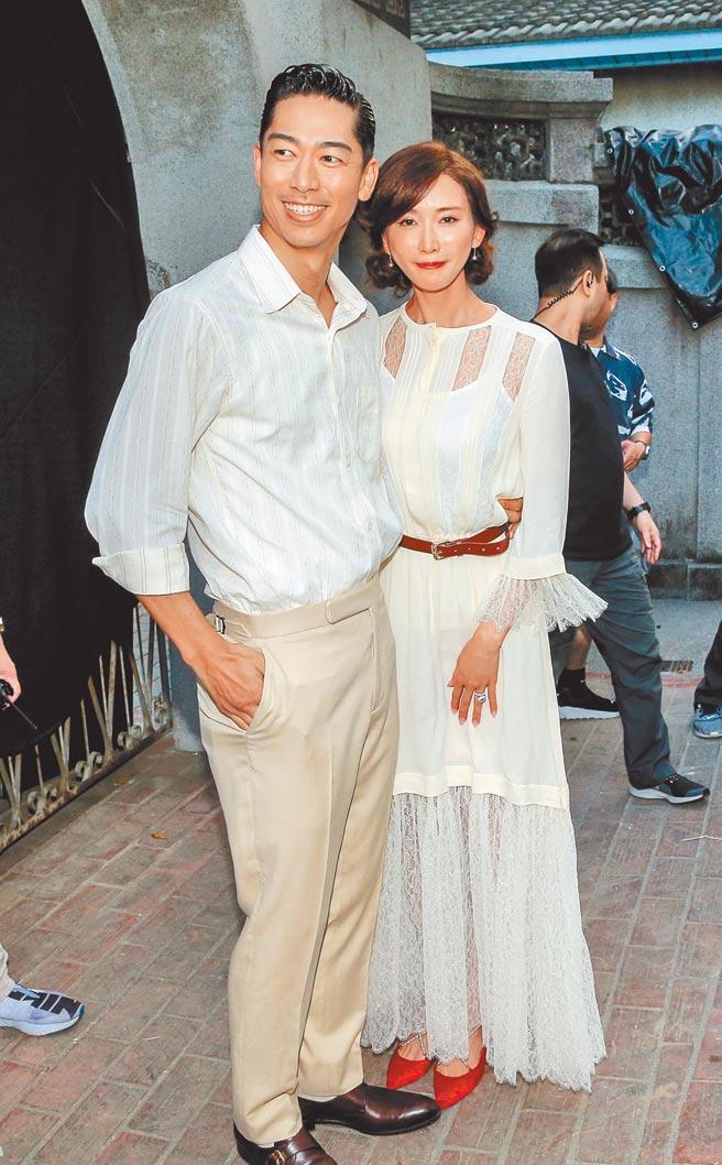 林志玲(右)與AKIRA的台日婚姻蔚為佳話。(資料照片)