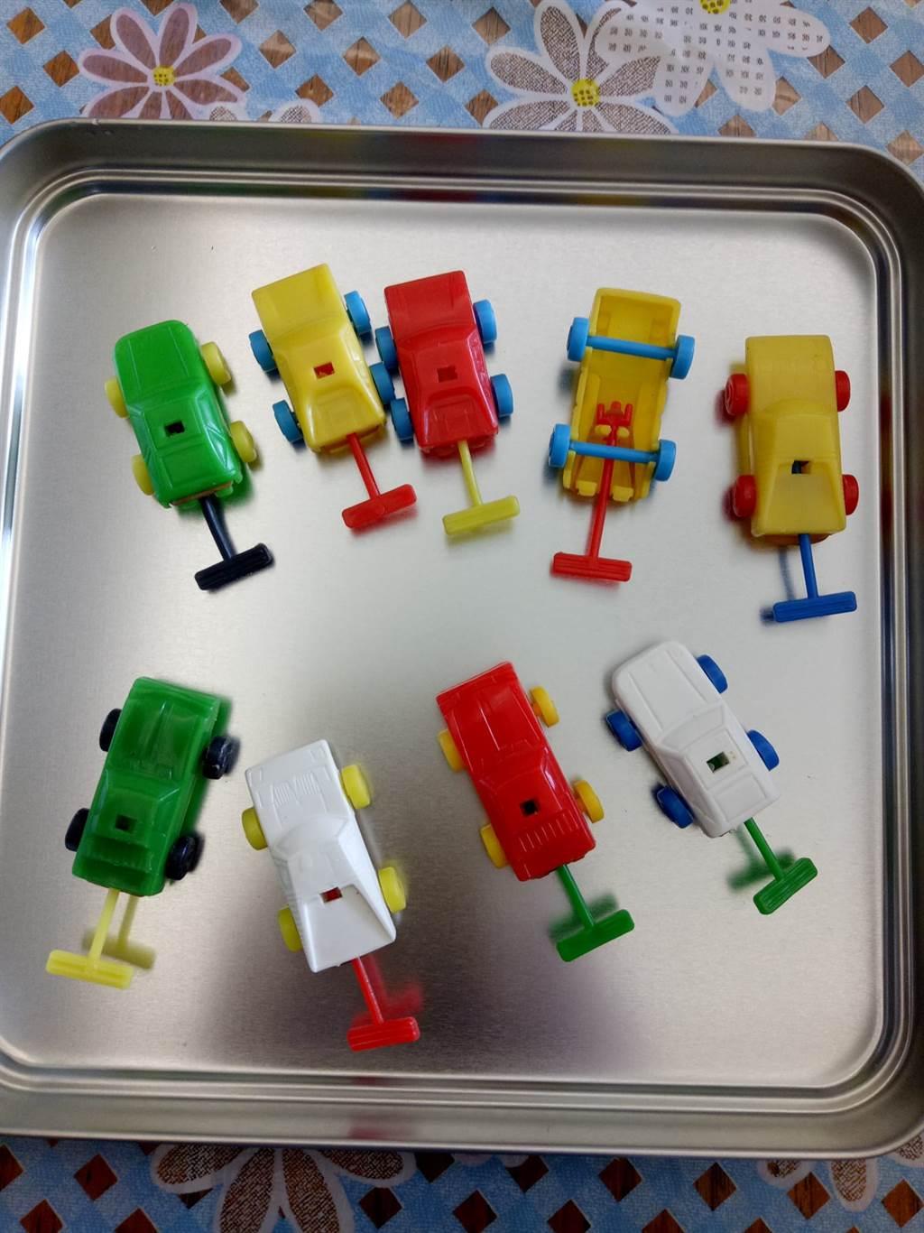 有網友至今依舊保存著從乖乖餅乾中得到的小玩具汽車。(圖/我愛全聯-好物老實説)
