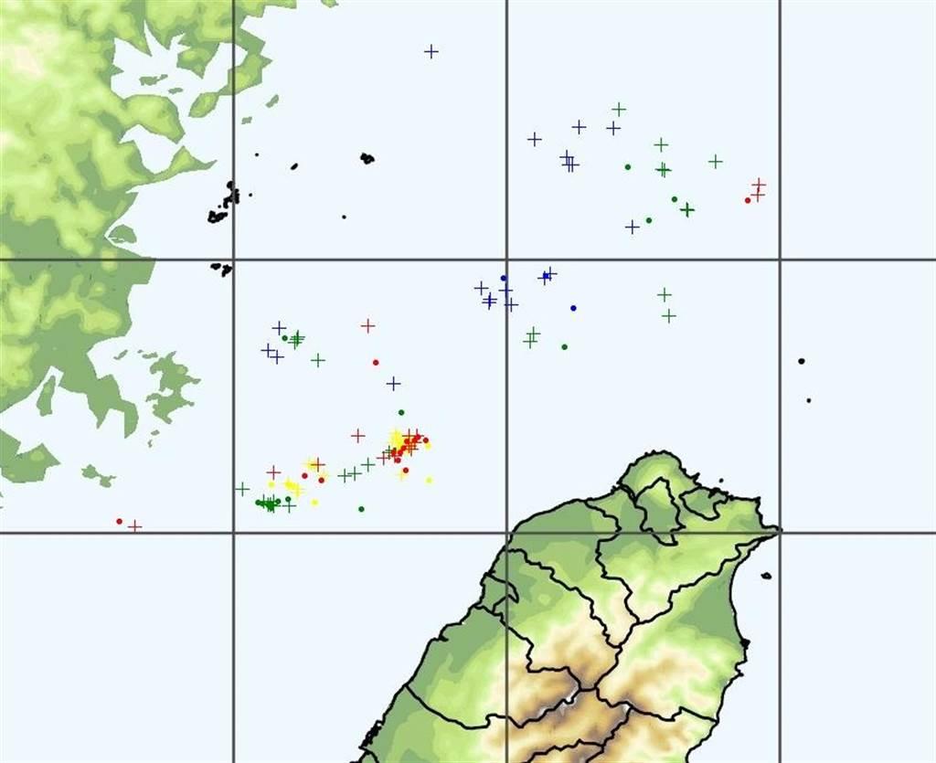 鄭明典指出,春雷偏北在海上,但是組織性對流特徵出現了。(圖擷自鄭明典臉書)
