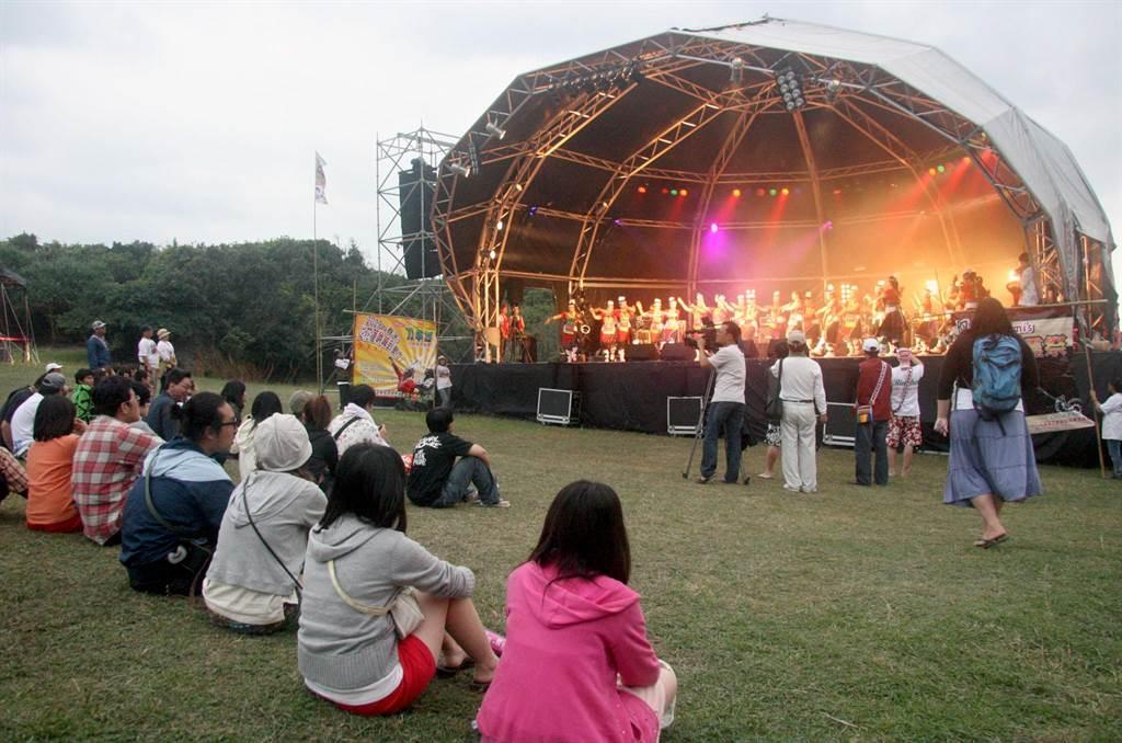 屏東縣政府今年4月2日、3日將在墾丁大灣舉辦「台灣祭」音樂季,找回獨立音樂迷的音樂魂。圖為墾丁春吶。(本報資料照)