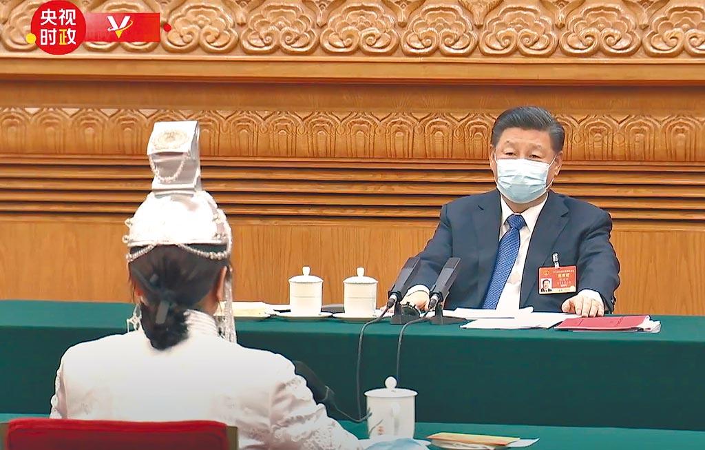 中共中央總書記習近平5日赴內蒙古代表團,回應教科書爭議,他強調要鑄牢中華民族共同體意識。(摘自央視)