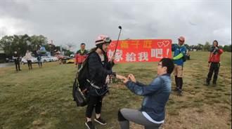 台東飛行傘上演愛的迫降 浪漫求婚