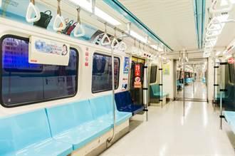 國中生搭捷運末班車吐滿地 乘客1舉動逼哭網友