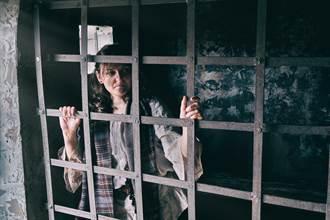 女被處絞刑30分鐘宣告死亡 棺材突傳詭異聲響 家人全嚇壞