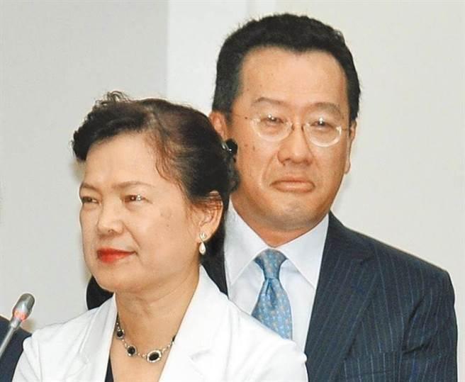 國安會秘書長顧立雄(右)、經濟部次長王美花(左)。(圖/本報資料照)