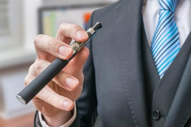 不含尼古丁的電子煙比較安全? 專家曝背後真相:「這口味」最毒。(示意圖/常春月刊提供)