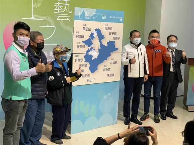 侯友宜今出席新北市台灣工藝之家聯展。(王揚傑攝)