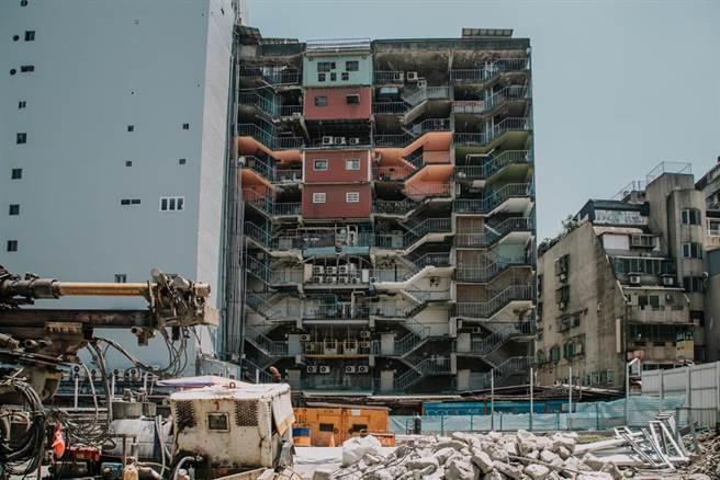 不少人經常抱怨台灣還在原地踏步,近幾年被許多國家超車,不論是建設或是交通,甚至街景都差人一截。(示意圖/達志影像)