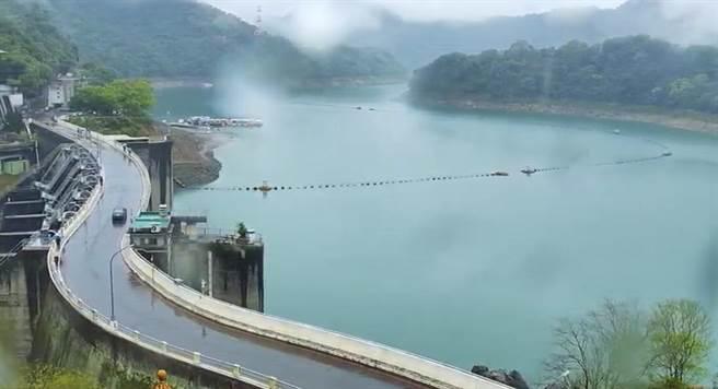 桃园持续降雨,北水局表示对石门水库水情有助益。(吕筱蝉摄)