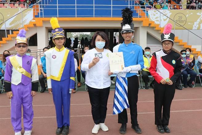 「孩子们加油,你们真的很棒,我以你们为荣!」,嘉义市长黄敏惠勉励每一位参与展演的孩子。(嘉义市政府提供∕吕妍庭嘉义传真)