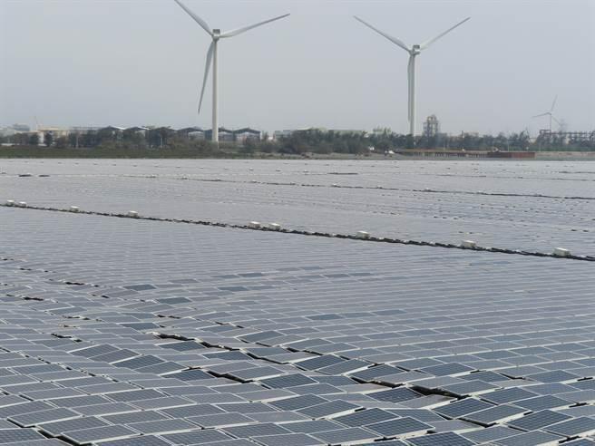 全球最大「彰濱崙尾東一號暨二號海上型太陽能電廠」啟用。(吳敏菁攝)