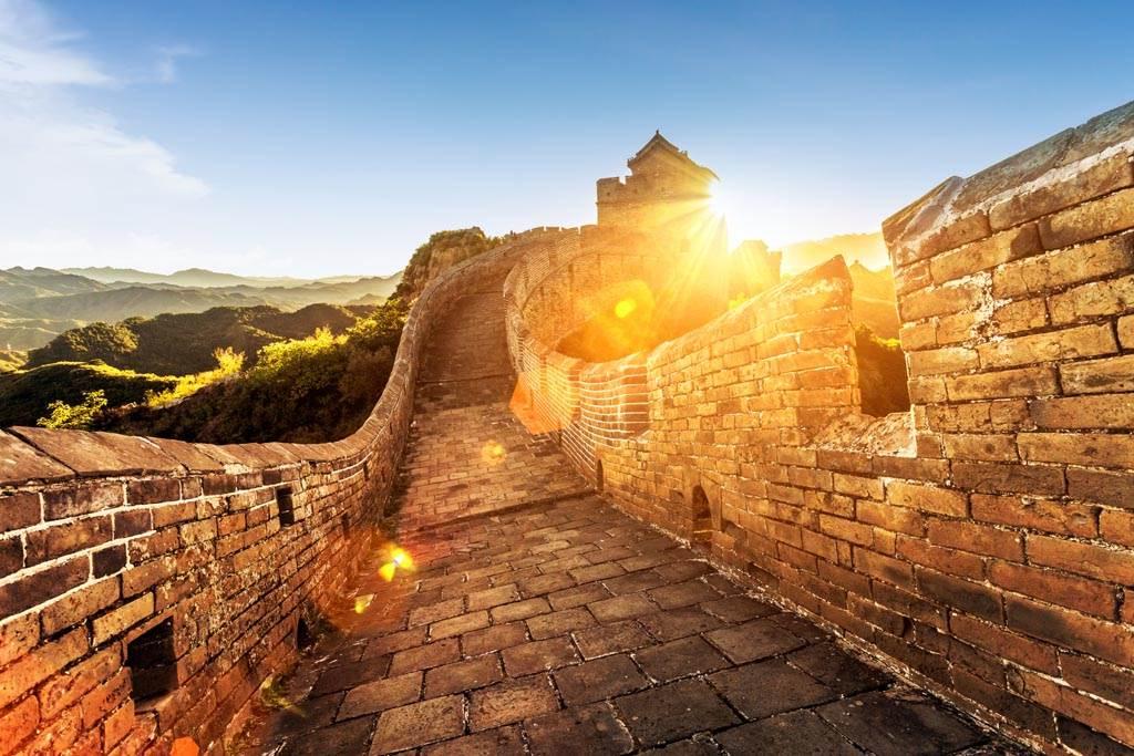 秦始皇為了修築萬里長城,不僅勞民傷財,將珍貴的糧食用來製作黏著劑。(示意圖/達志影像)