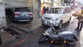 自小客車疑煞車失靈 停等紅燈騎士遭撞飛