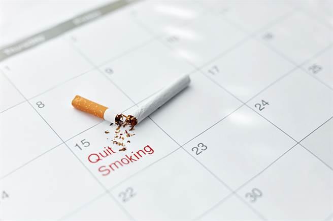 戒菸20分钟,身体开始受益。寻求专业帮助,更能提高戒菸成功率。(示意图/常春月刊提供)