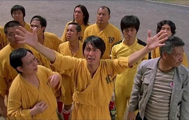 《少林足球》六師弟林子聰(左2)忍痛透露達叔(右1)生前最後一則訊息。(圖/翻攝東網)
