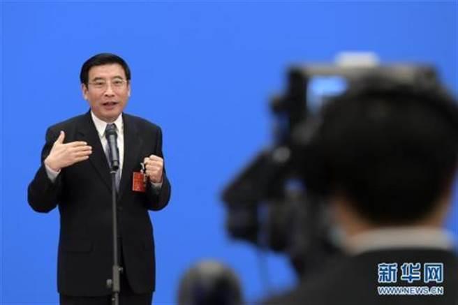 大陸工信部原部長苗圩表示,陸實現製造強國目標至少還需30年。(新華社)