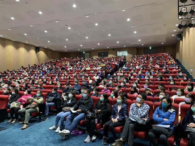 北市私立延平高級中學本周末舉辦4場招生說明會,吸引1500位以上家長參與。(延平中學校長張漢鏞提供/游念育台北傳真)