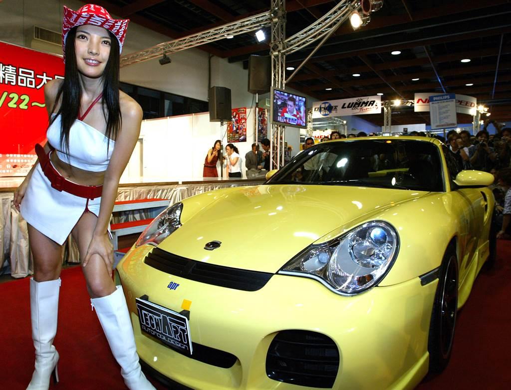 相馬茜曾是著名賽車女郎。(圖/中時資料照)