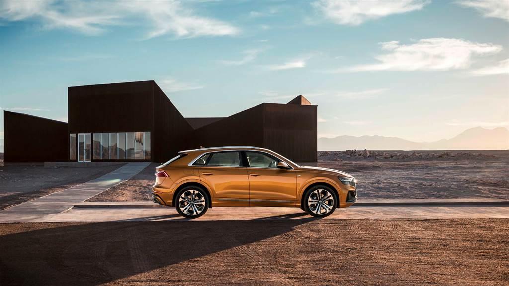 Q8擁有全尺寸的體型身段,結合Coupé 轎跑車般的流線外型與SUV強大機能性的雙重優勢,賦予全車精悍動感的視覺感受。
