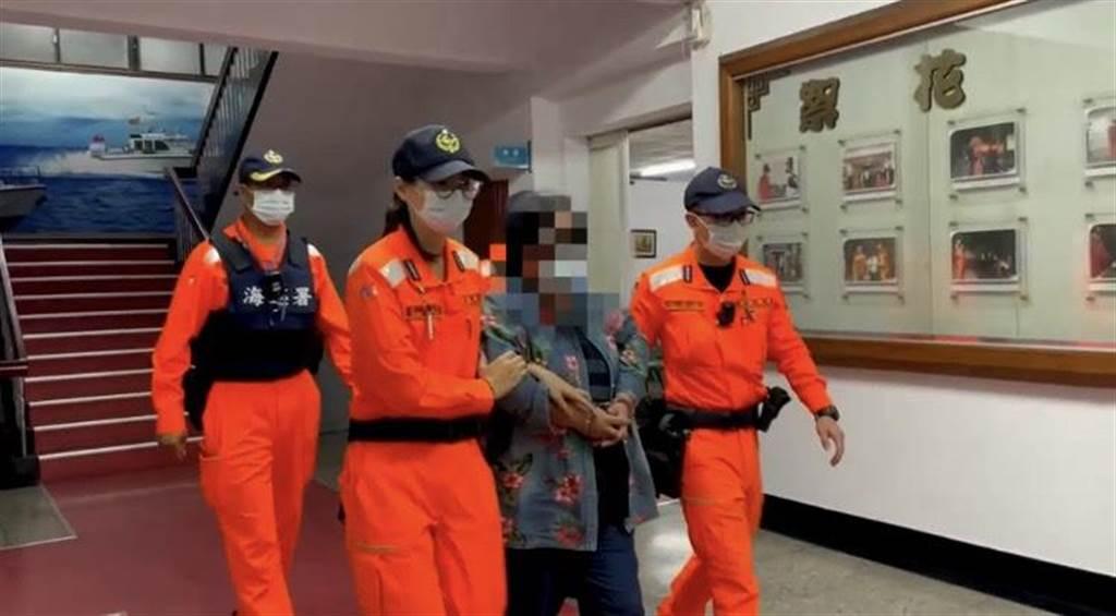 6旬女通緝犯逃逸16年,栽在東琉線交通船實名制。(海巡提供/謝佳潾屏東傳真)