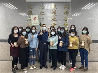 慶祝婦女節 林口分局贈玫瑰紅棗茶包慰勞女警健康美麗帶著走